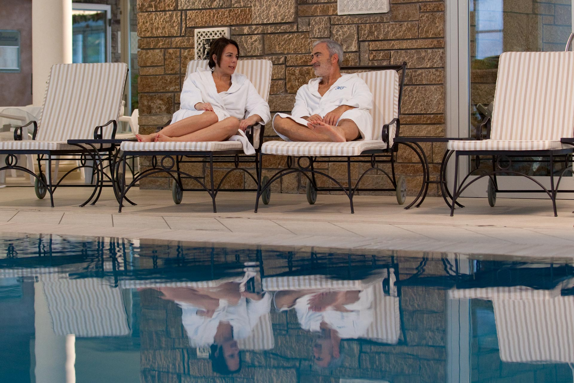 relax a bordopiscina all'hotel tritone