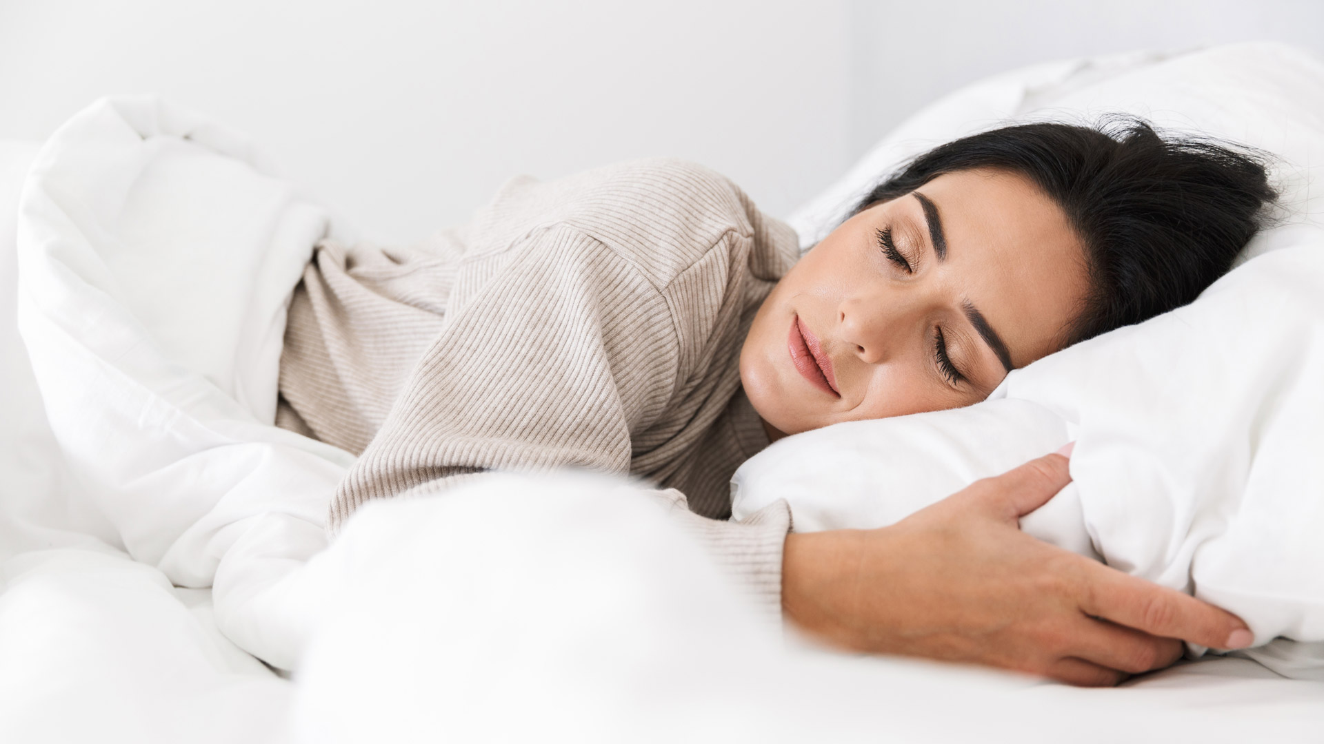 donna che riposa rilassata